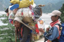 Népal : la servitude des porteurs