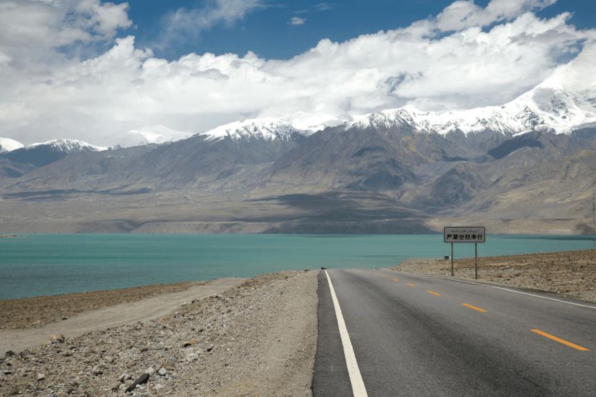 En roue libre sur la route du Karakoram
