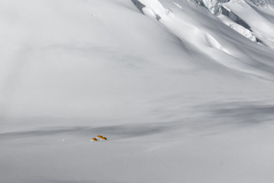 tirage d'art photo : la traversée du Népal, camp de base du Baruntse, par Laurent Boiveau, Bouts du monde