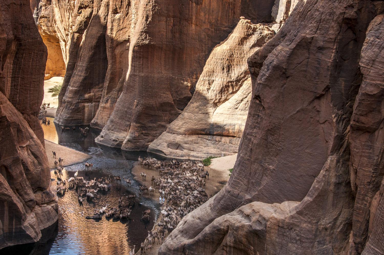 tirage d'art photo : la Guelta d'Archei, Ennedi, Tchad, par Vincent Bournazel, Bouts du monde