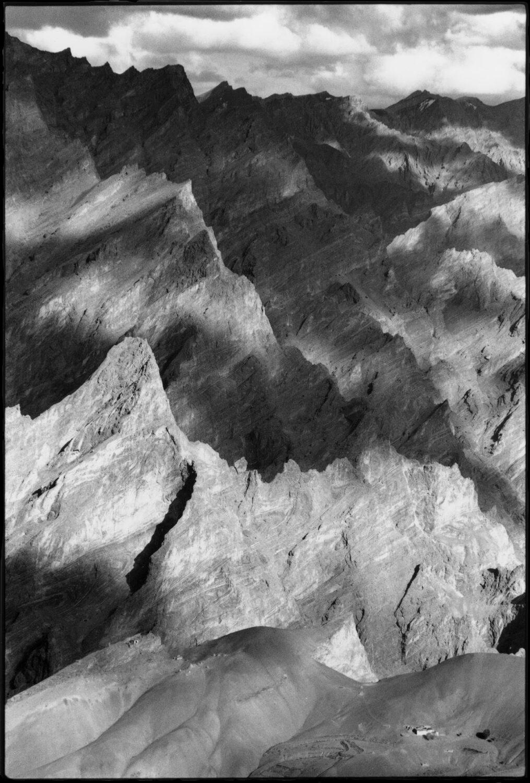tirage d'art photo : le hameau de Yulchung, Zanskar, Inde, Himalaya par Jean-Marc Sauloup - Bouts du monde