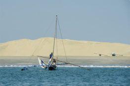 Madagascar : des pêcheurs au pied des dunes