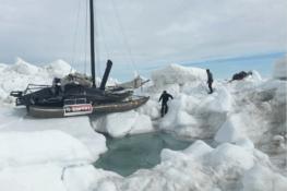À travers les glaces