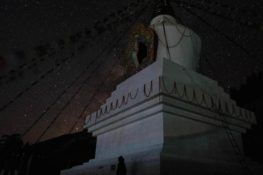 Les étoiles, le stupa et le mont Kailash